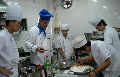对于想要出国劳务打工厨师的建议